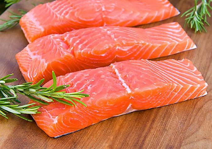 ăn gì để dễ ngủ? ăn cá giúp dễ ngủ hơn