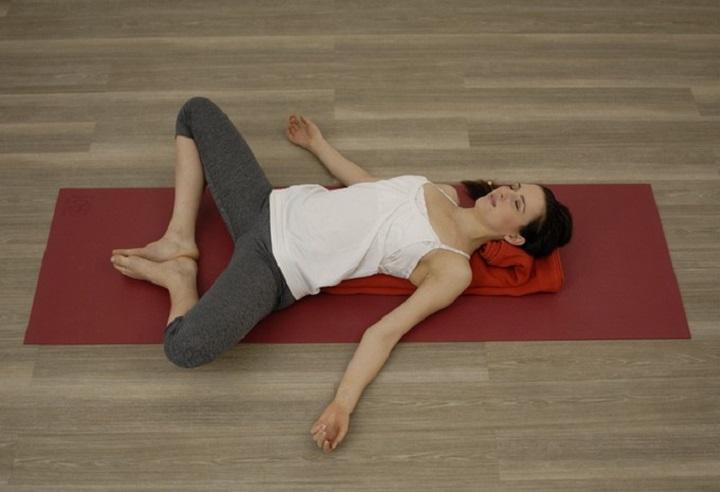 tư thế nằm ngửa giúp thư giãn